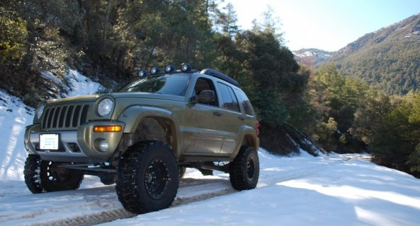 2007 jeep liberty green snow