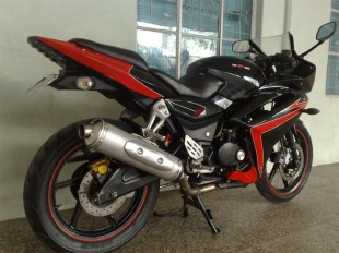 Awesomely Modified Black Bajaj Pulsar 220