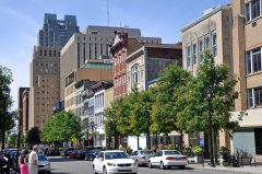 Fayetteville_Street_in_downtown_Raleigh, _North_Carolina